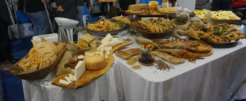 Αυξημένες κρατήσεις στα ξενοδοχεία, αλλά μικρό το όφελος για τα ελληνικά τρόφιμα